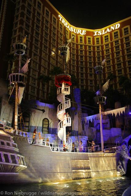 Pirate Show, Treasure Island, casino, Las Vegas, photos