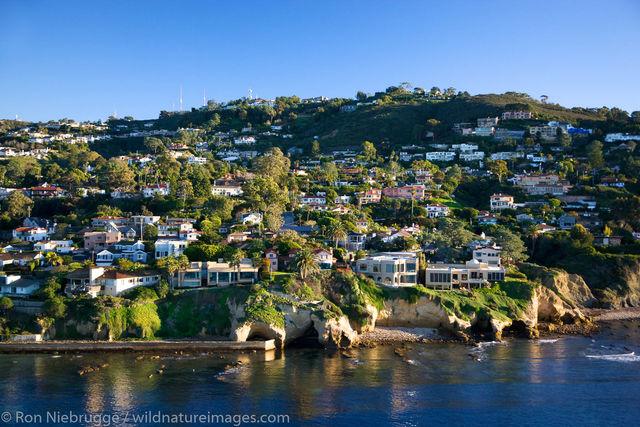 Homes along the ocean, La Jolla