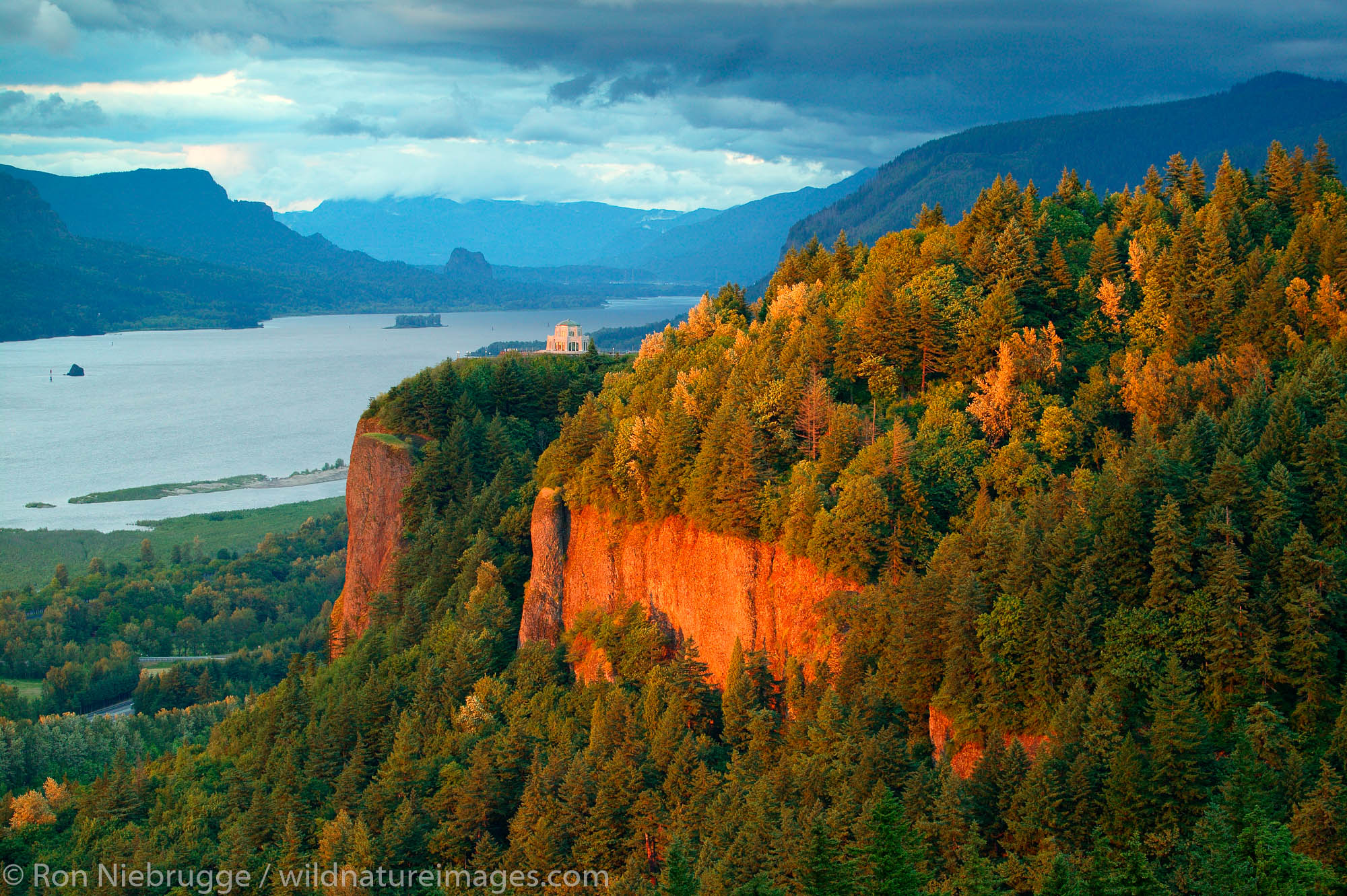 The Vista House, Crown Point State park, Historic, Columbia River Highway, Columbia River Gorge National Scenic Area, Oregon, photo