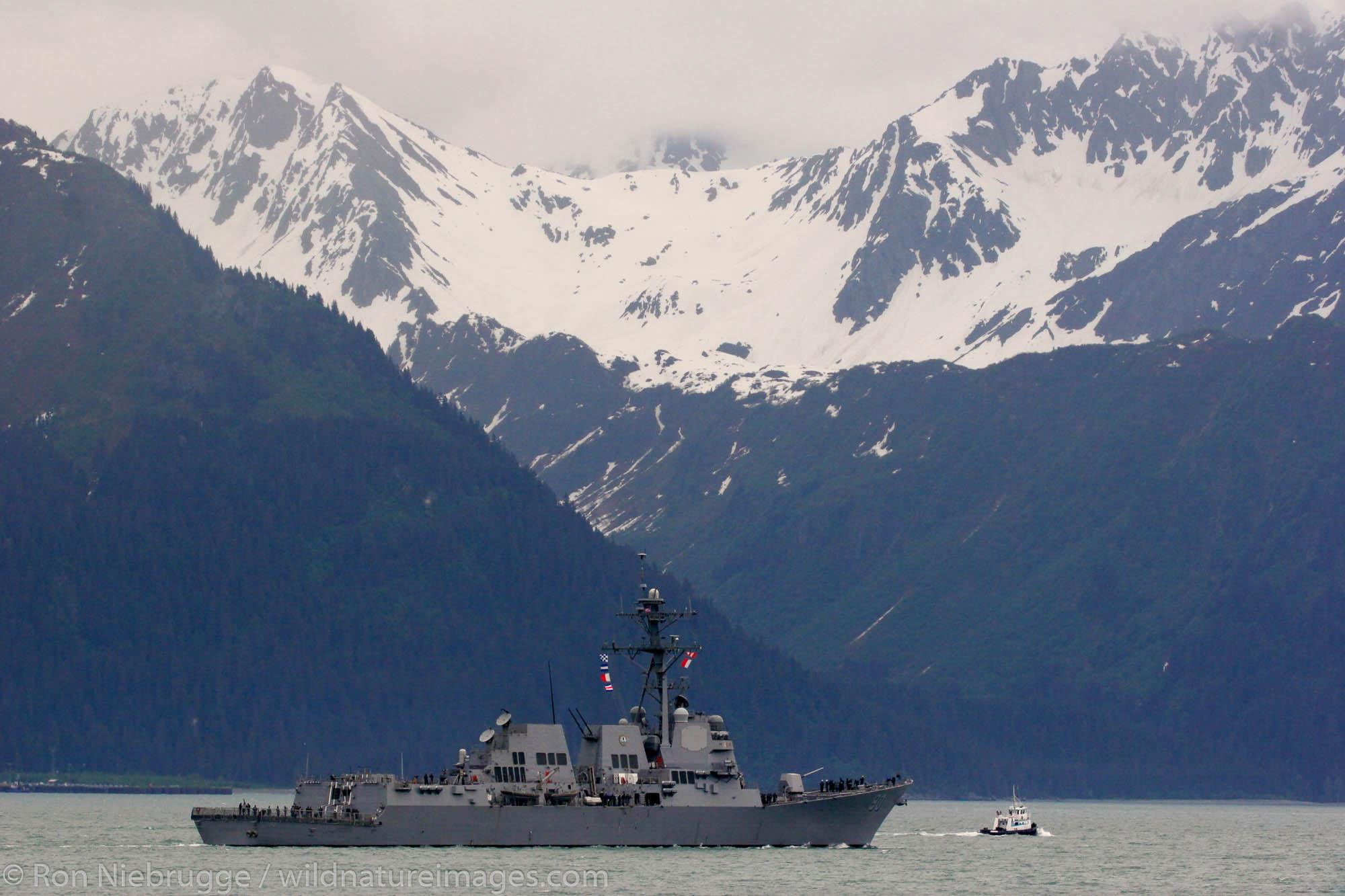 The U.S. Navy guided missile destroyer USS CHAFEE (DDG 90) leaves Resurrection Bay. Seward, Alaska.