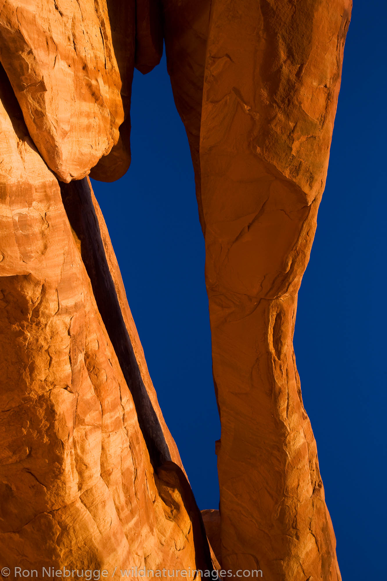 An unnammed arch, Klondike Bluffs area, Arches National Park, near Moab, Utah.