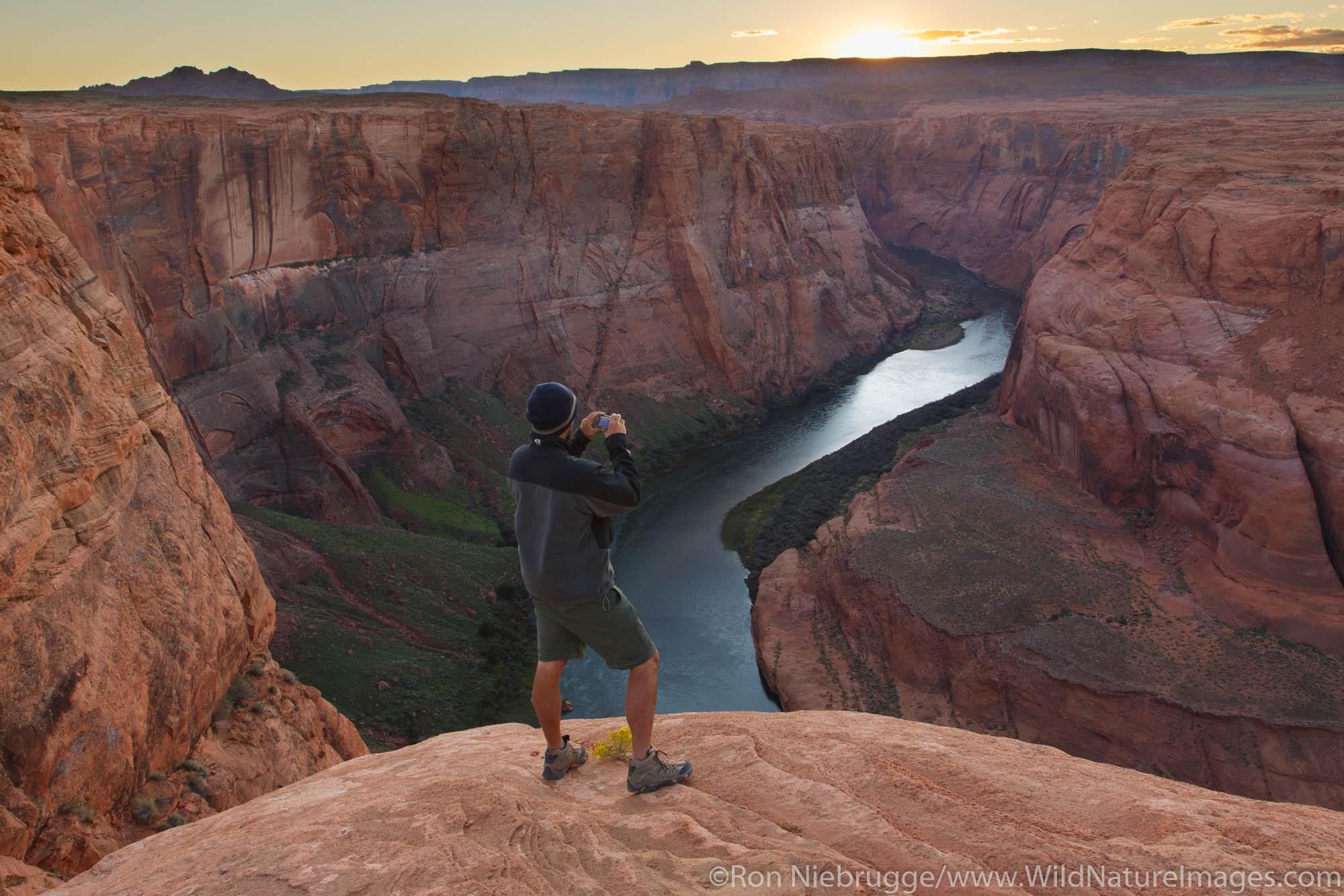 Horseshoe Bend at sunset, Glen Canyon National Recreation Area, Page, Arizona.