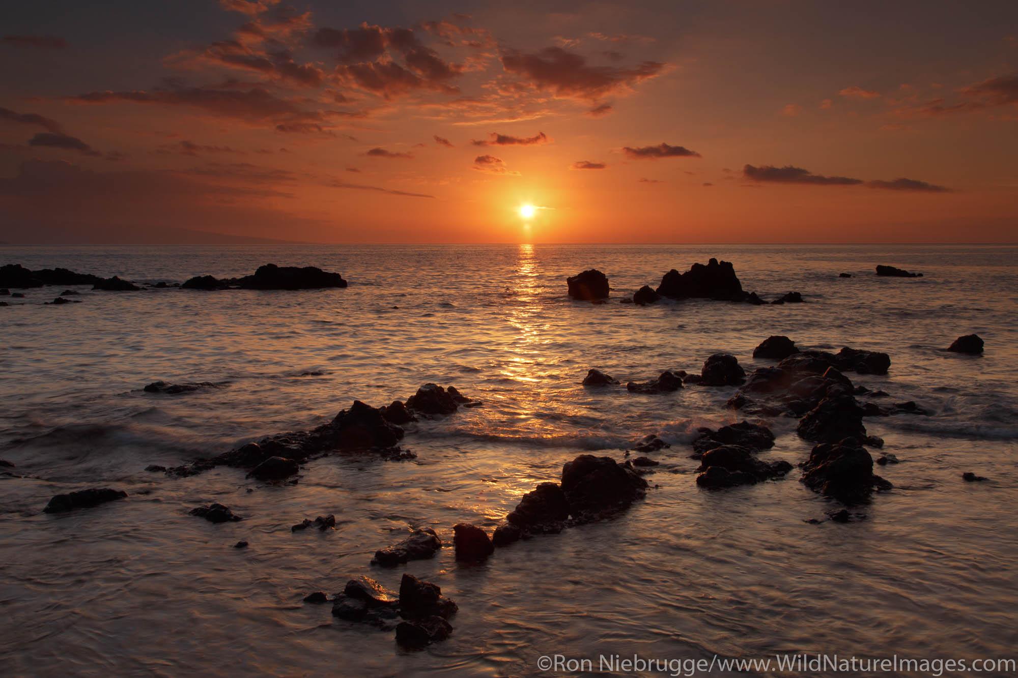 Sunset, Ulua Beach, Maui, Hawaii.