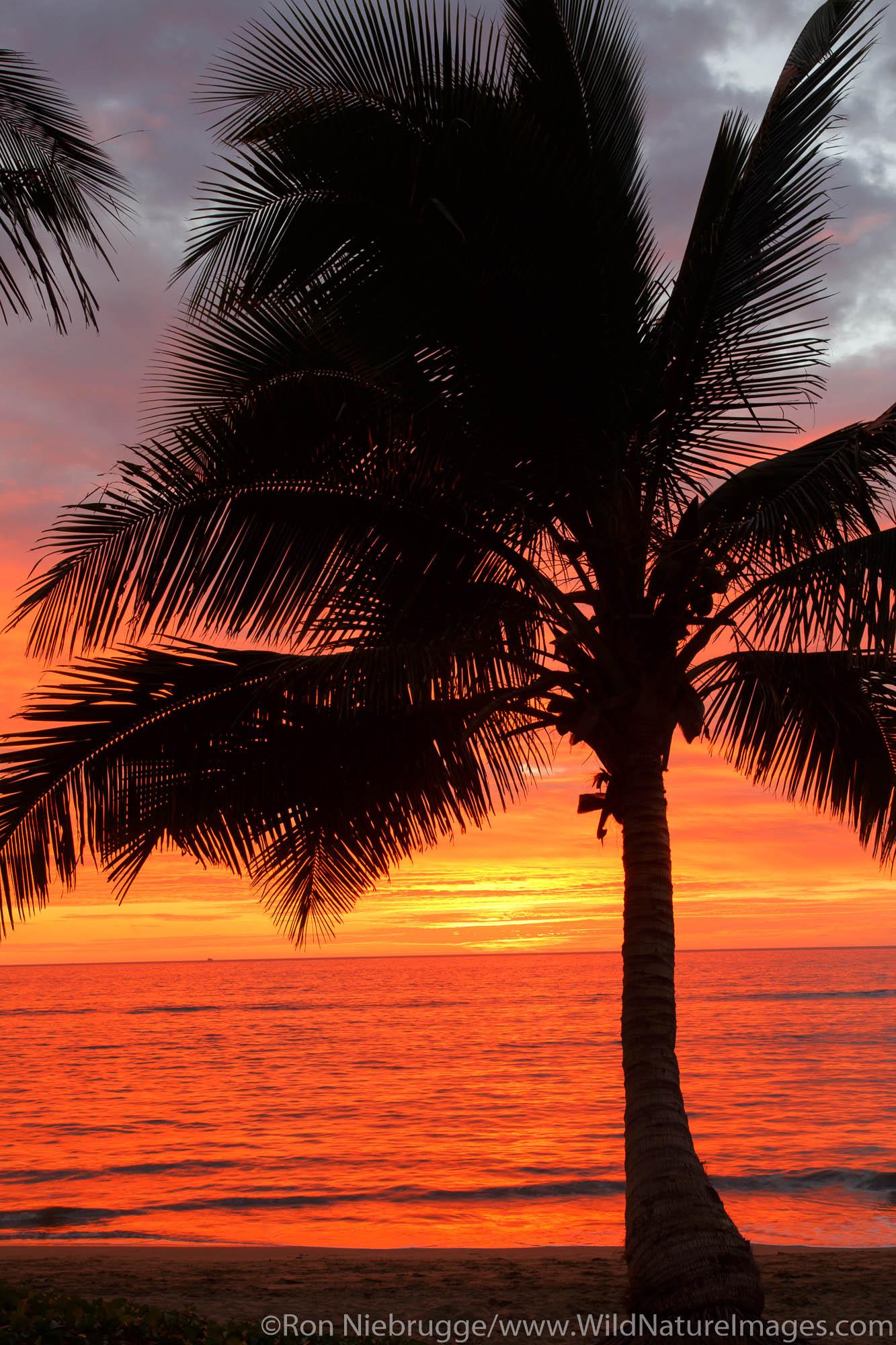 Sunset on Mai Poina 'Oe La'u Beach Park, Maui, Hawaii.
