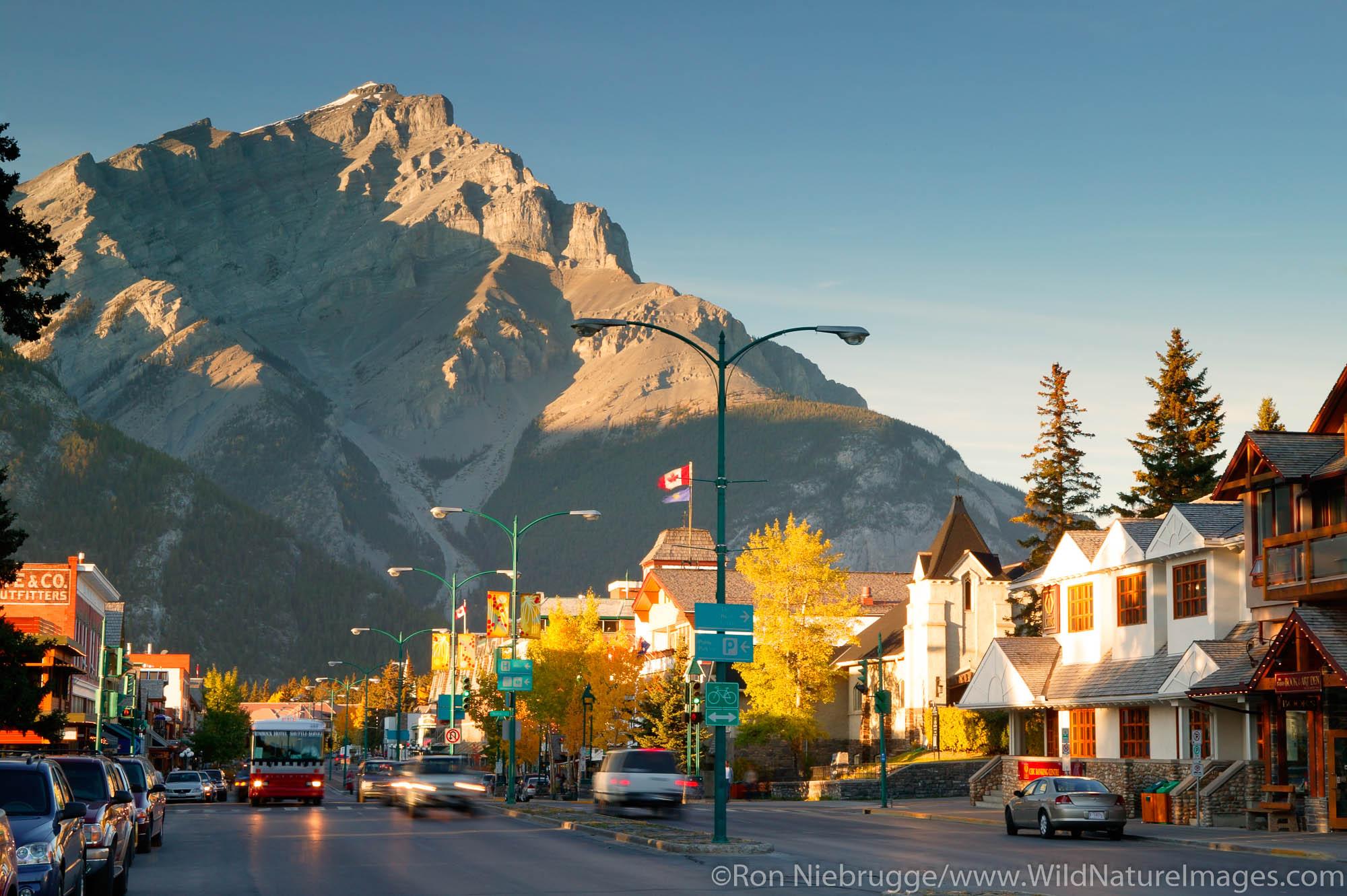 Banff and Cascade Mounatin (2,997 m) Banff National Park, Alberta, Canada.