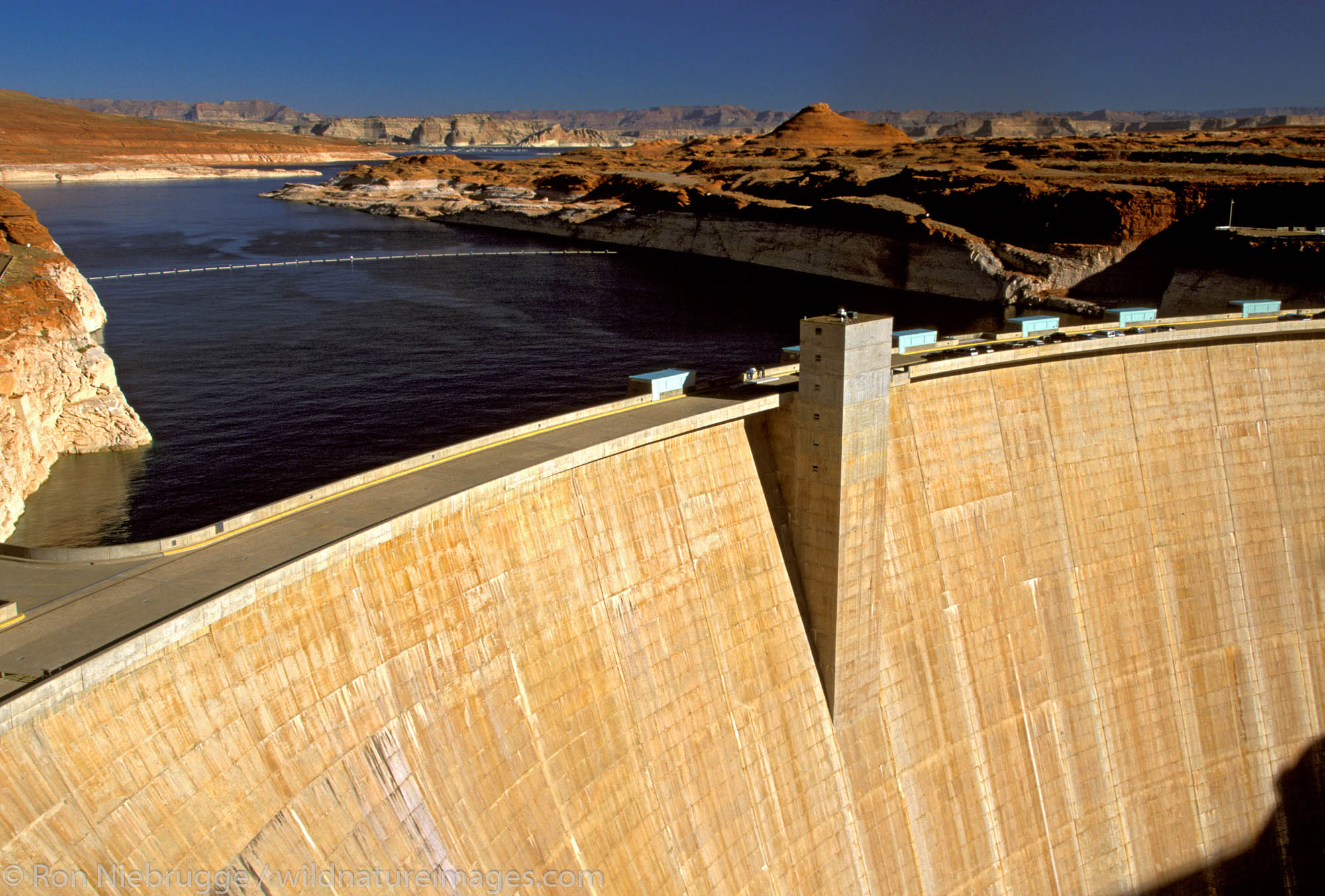Lake Powell and the Glen Canyon Dam, Glen Canyon National Recreation Area, Page, Arizona.